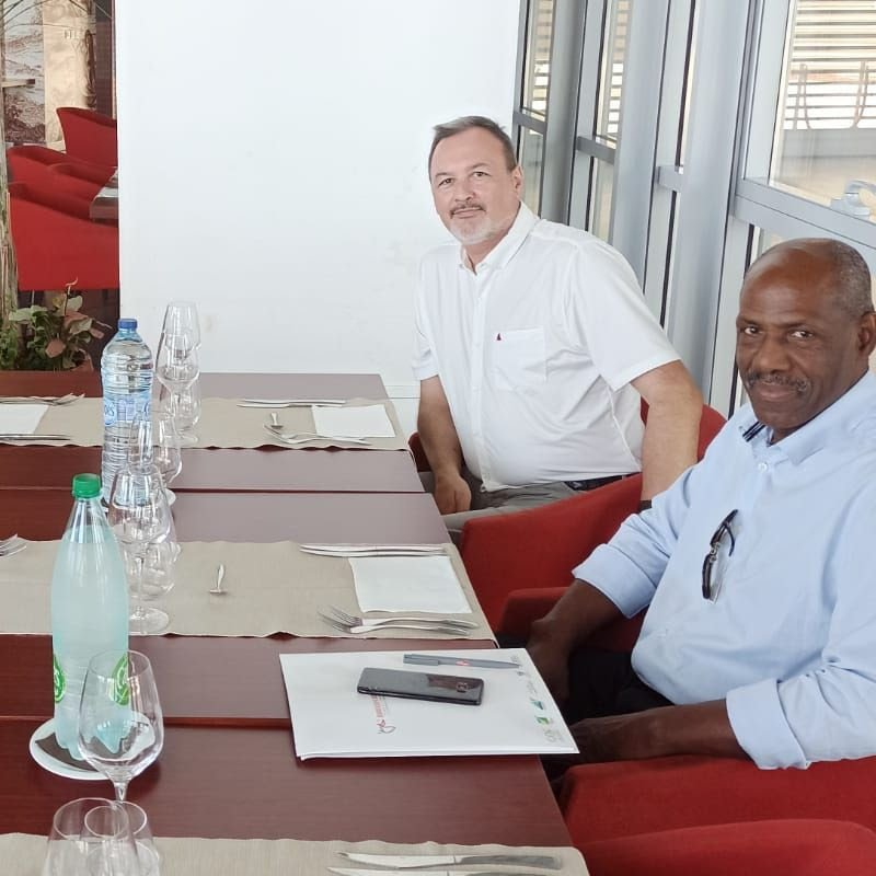 Los Sres. Couriol (CREPS), Lejeannic (DJSCS) participaron en el almuerzo de trabajo